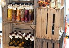 Assortiment huiles , vinaigres,boucherie Le Limousin